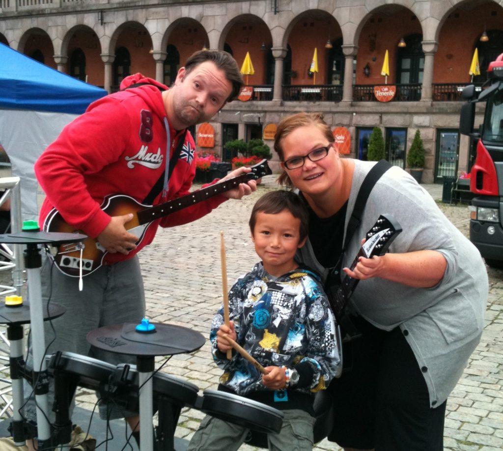 Her er vårt tidligere familieband på stand for Rockband
