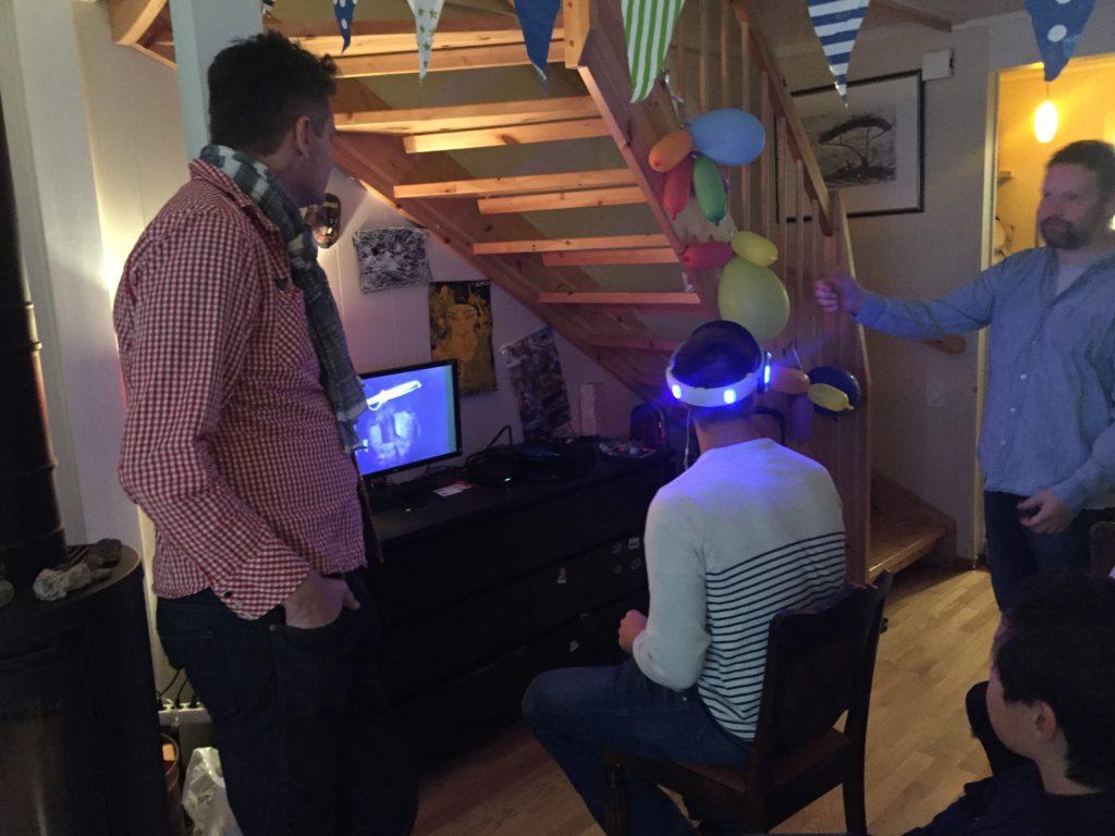 Vi hadde besøk som også fikk teste VR