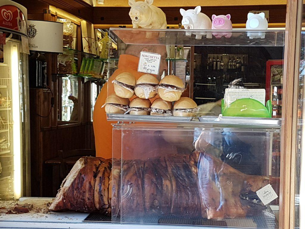 Lunsj er servert (foto: Hege Anita)